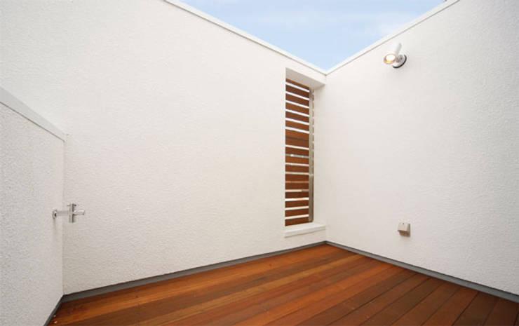 Terrace by 株式会社Fit建築設計事務所, Modern Wood Wood effect