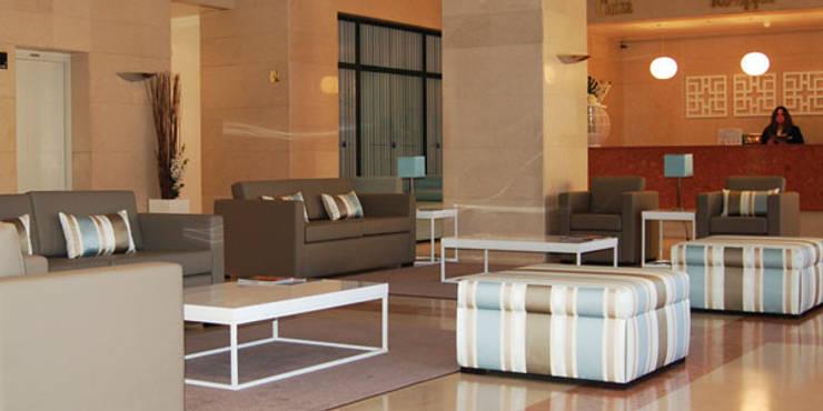 DECORAÇÃO HOTEL TRYP MONTIJO - PARCERIA ARQUITECTA EDUARDA ALMENDRA:   por ROSA PURA HOME STORE