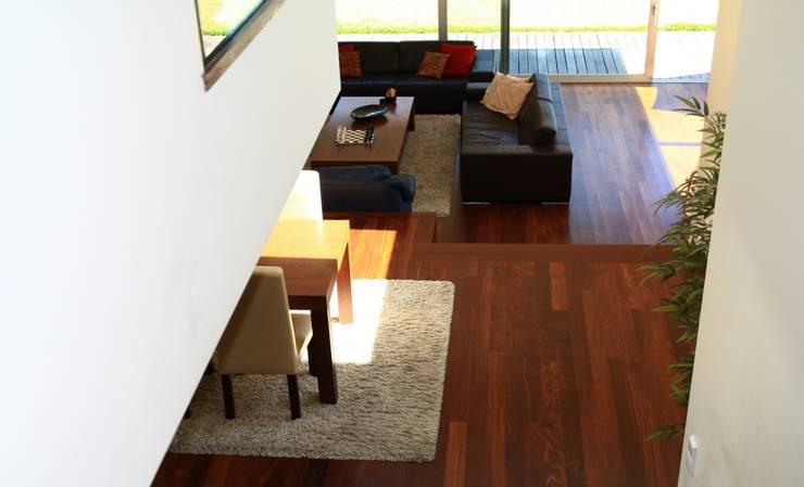 ห้องนั่งเล่น by Valdemar Coutinho Arquitectos