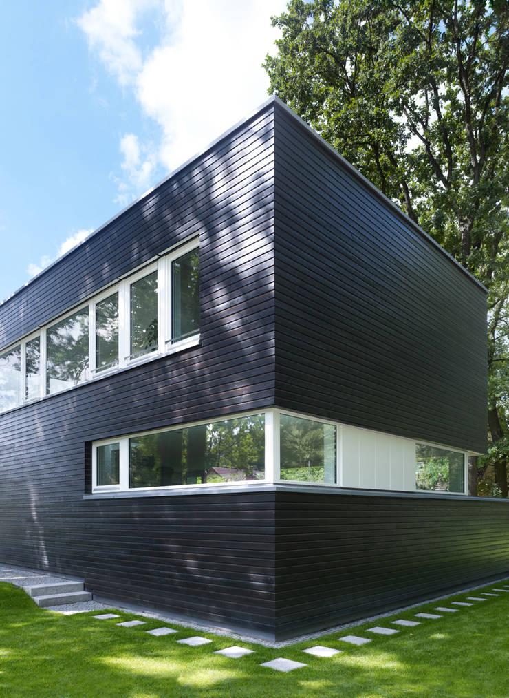 Einfamilienhaus in Falkensee bei Berlin: moderne Häuser von Justus Mayser Architekt
