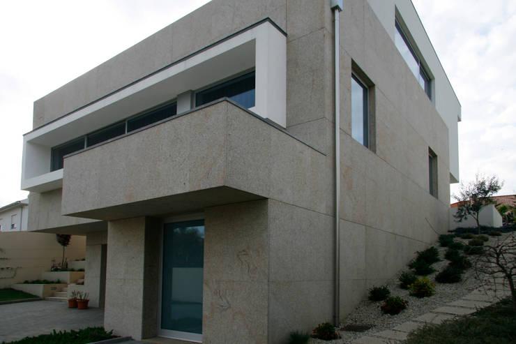 Meadela House | Viana do Castelo: Casas  por Valdemar Coutinho Arquitectos