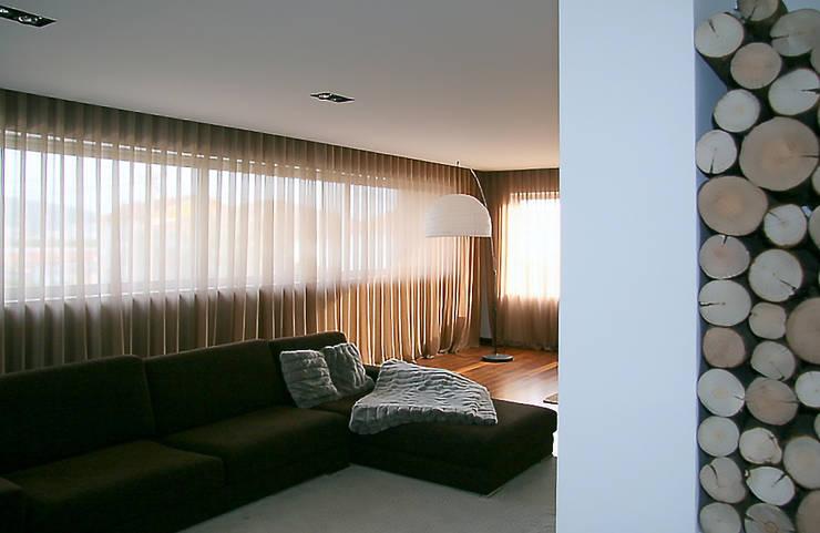 Meadela House | Viana do Castelo: Salas de estar  por Valdemar Coutinho Arquitectos