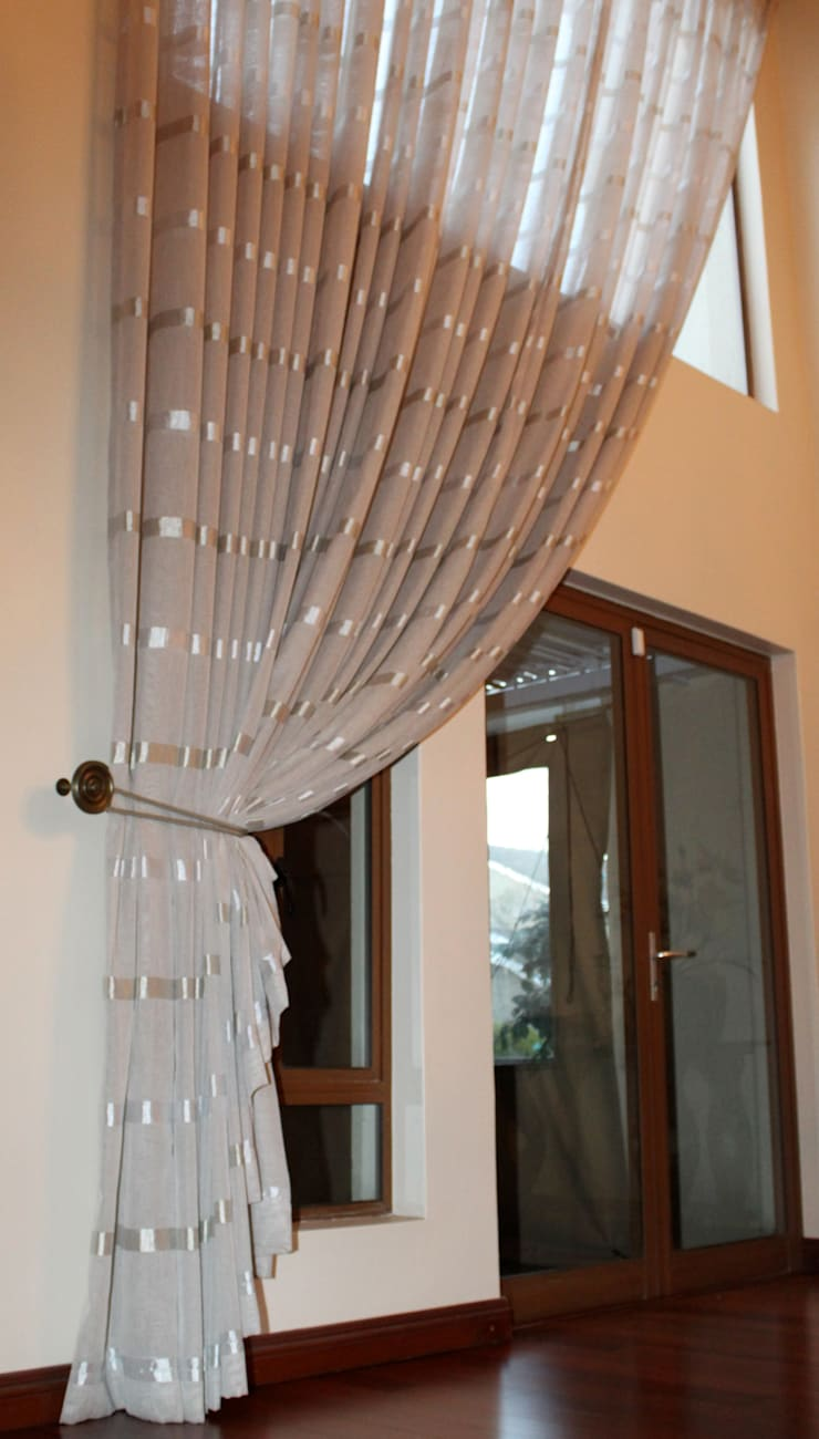 Voile Curtaining: classic  by Inside Out Interiors, Classic