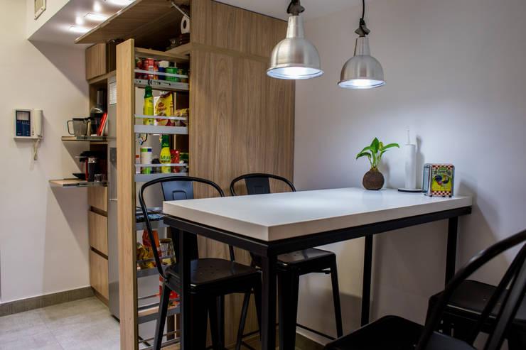 Remodelacion de cocina Pedro Goyena:  de estilo  por Estudio Urbain,