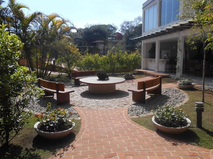 REJANE HEIDEN PAISAGISMO: modern tarz Bahçe
