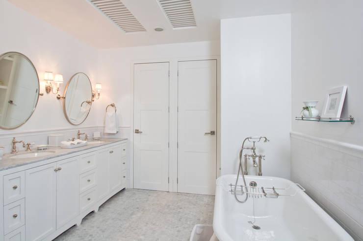 Casa LH: Baños de estilo  por IX2 arquitectura