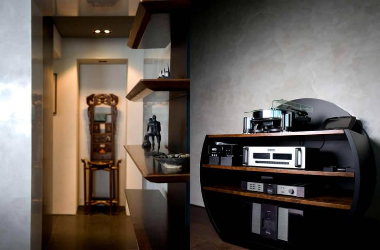 Salle multimédia de style  par FAK3, Moderne