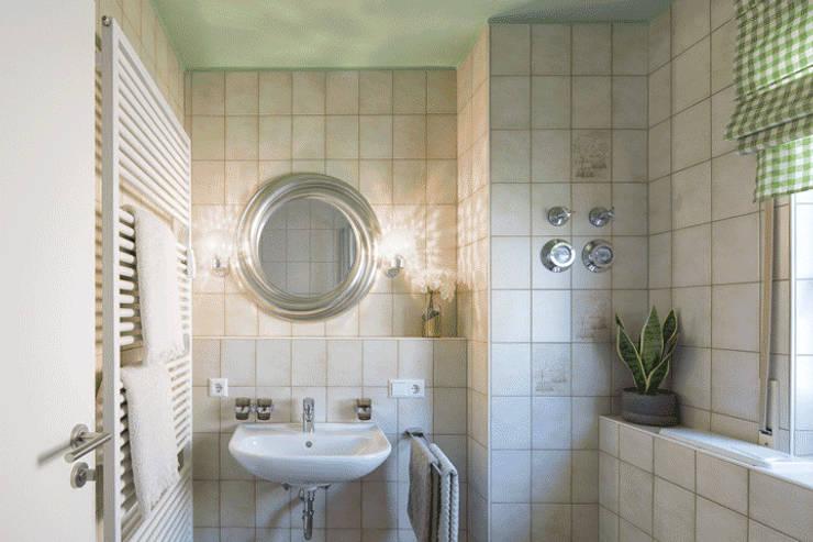 Kamar Mandi oleh Homemate GmbH, Country