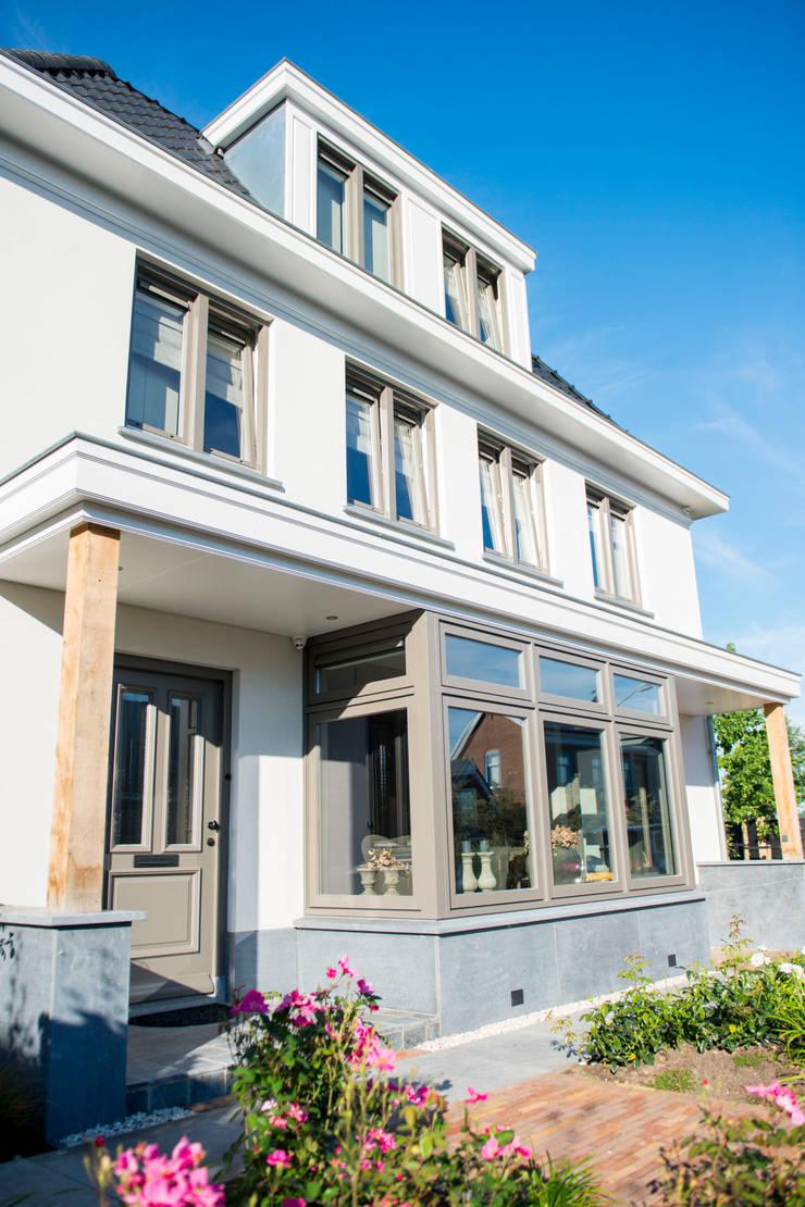 Casas de estilo  por Brand I BBA Architecten, Clásico