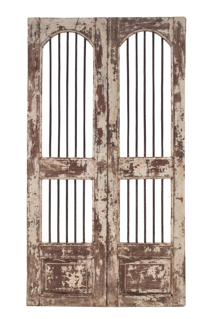 Puertas antiguas de madera de teca de conely homify for Puertas de cuarterones antiguas
