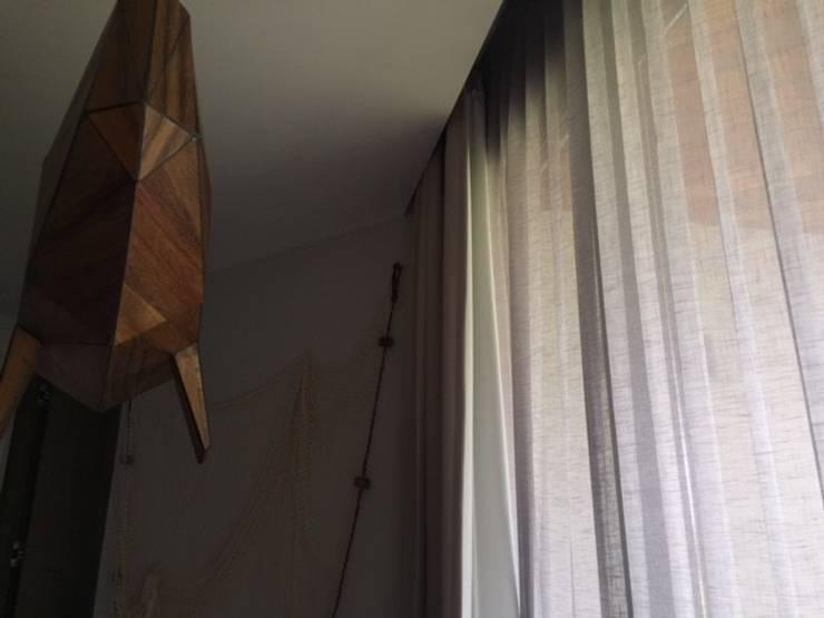 Casa Caimán : Puertas y ventanas de estilo  por Sundec