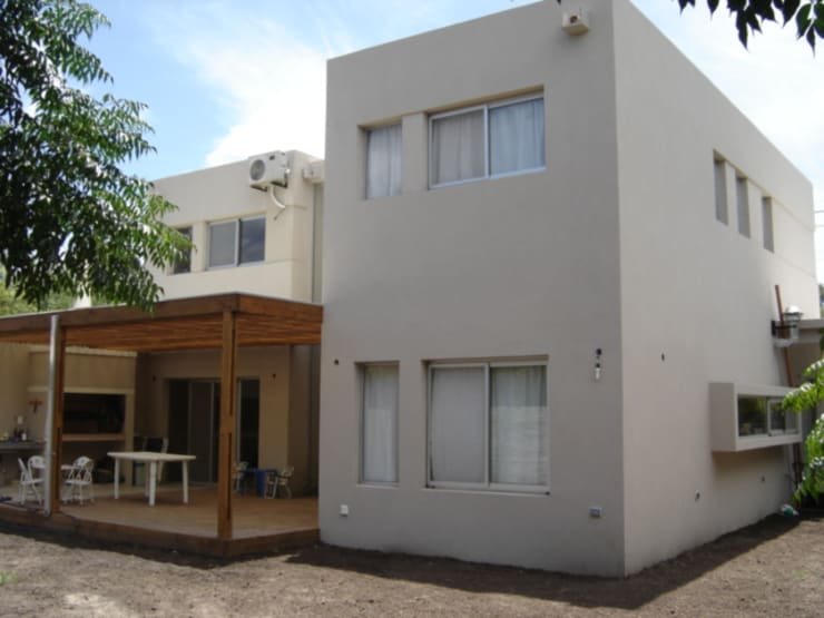 Casa Sarmiento II: Casas de estilo  por Estudio Damiani,