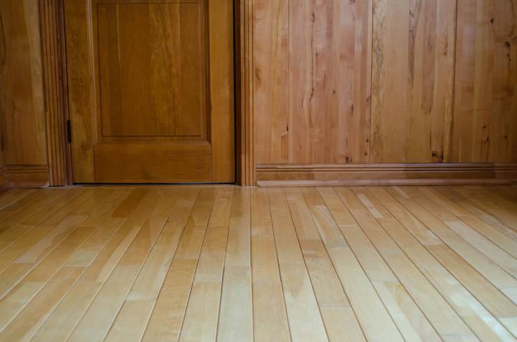 Piso en madera de Lenga: Paredes de estilo  por Ignisterra