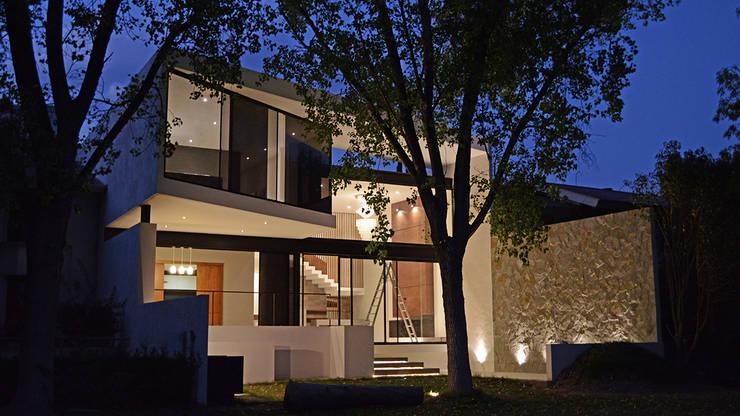 casaNE: Casas de estilo  por BAG arquitectura