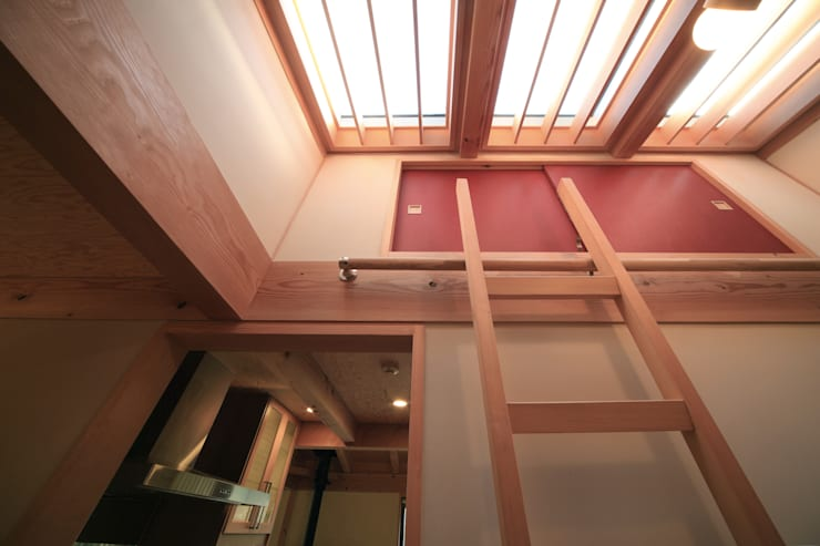 Corridor & hallway by 上原一朗建築造形研究所,