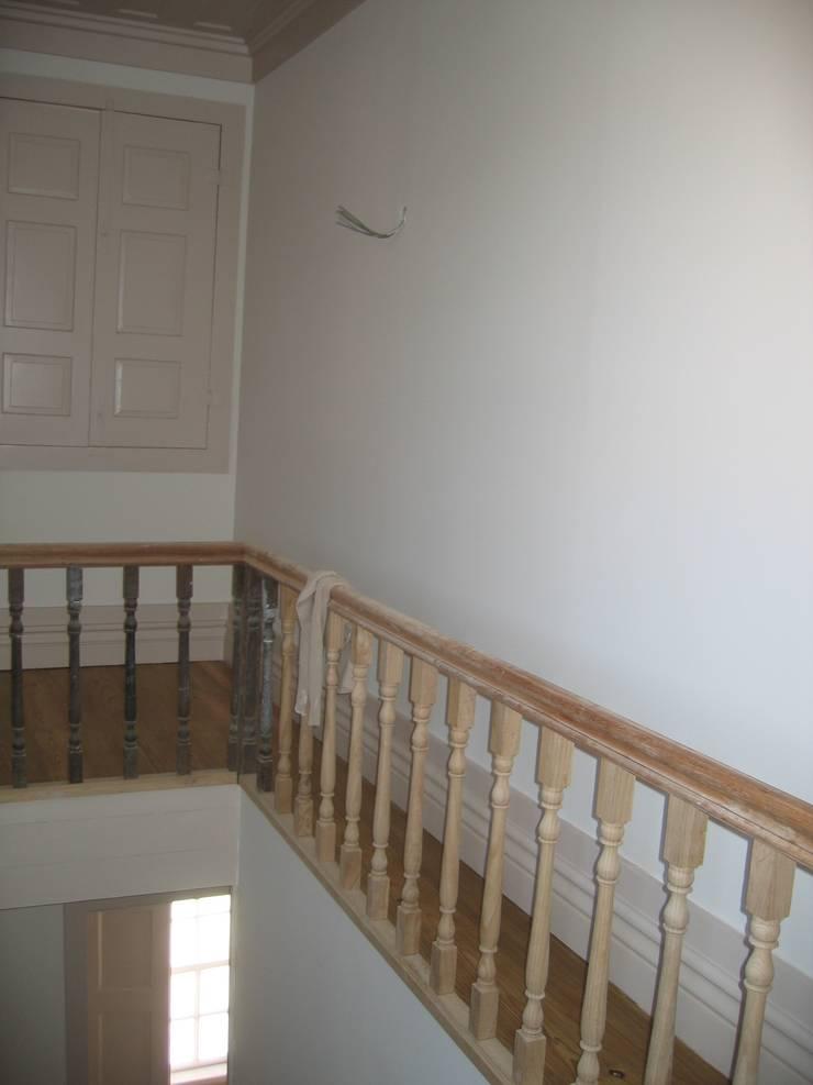 Remodelação de Edifício em Salzedas:   por FRANCISCO MARTINS & FILHOS LDA