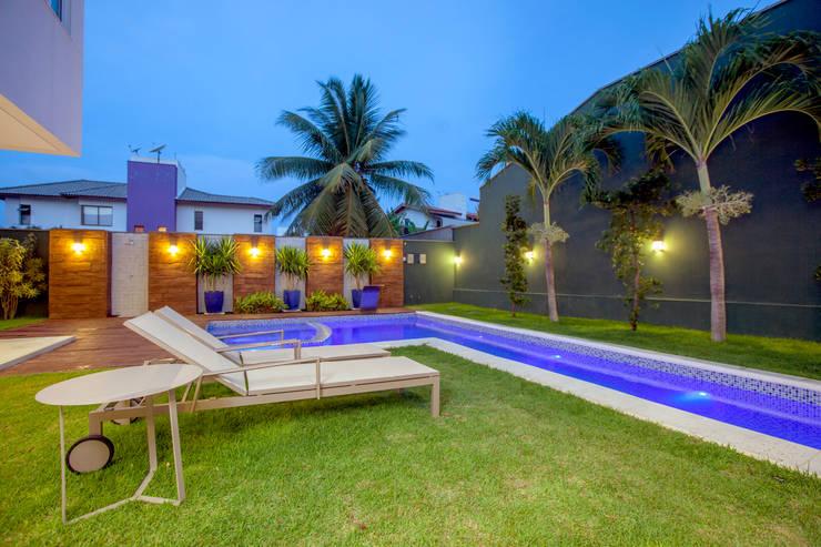 Jardines de estilo  por Eveline Sampaio Arquiteta e Designer de Interiores