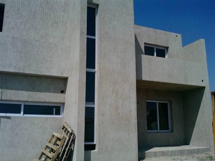 Casas de estilo  por ARQUITECTA CARINA BASSINO