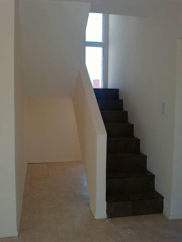 Corridor & hallway by ARQUITECTA CARINA BASSINO
