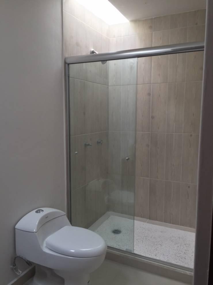 Baño Secundario: Baños de estilo  por Ambás Arquitectos