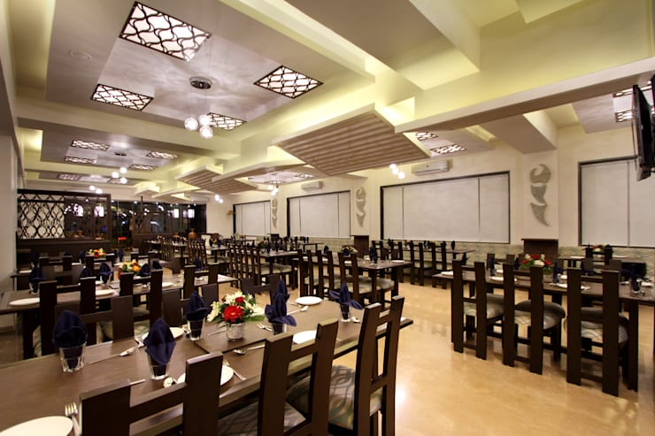 Sigdi, Vasana Road, Vadodara:  Hotels by SS Designs