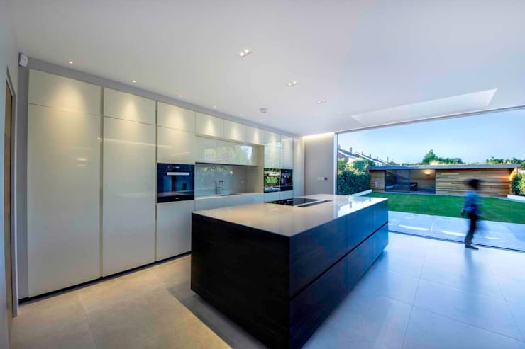 Hadley Wood—North London Modern kitchen by New Images Architects Modern