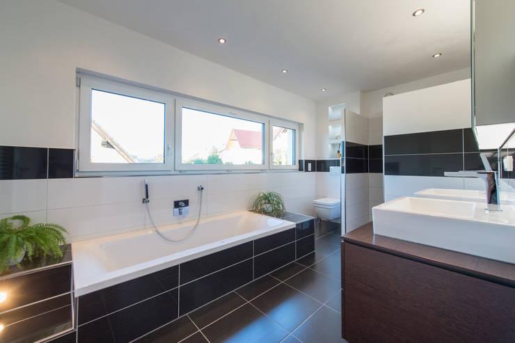 Salle de bains de style  par herbertarchitekten Partnerschaft mbB