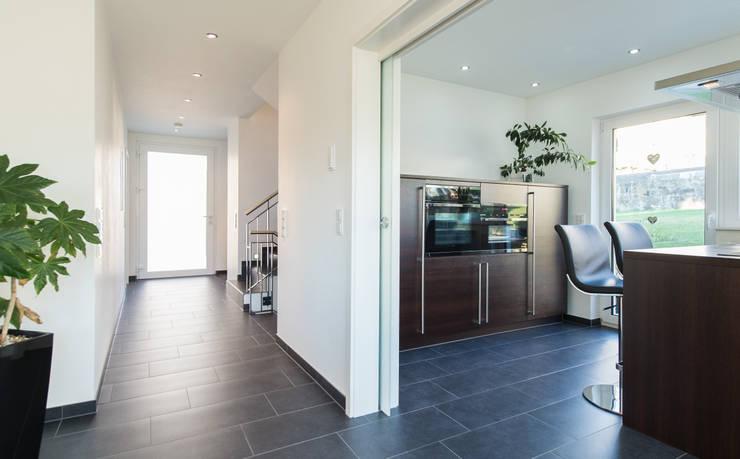 Corridor & hallway by herbertarchitekten Partnerschaft mbB