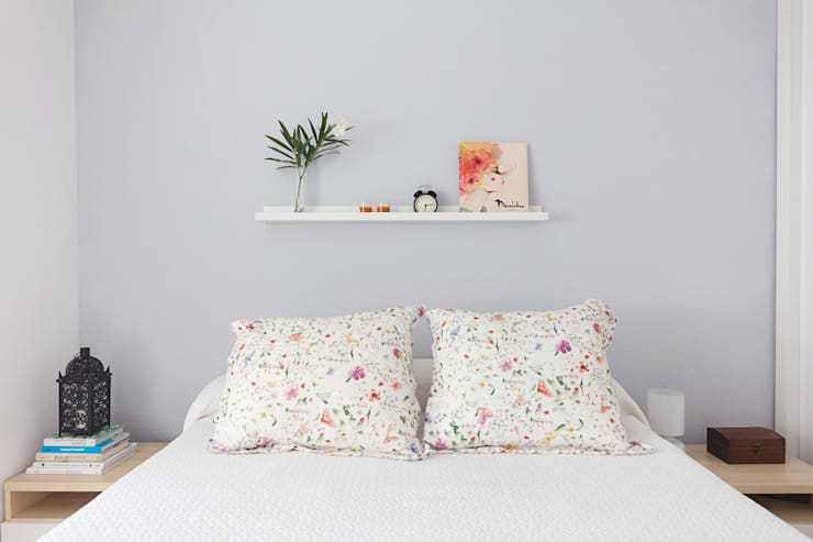 Camera da letto in stile in stile Minimalista di La Espaciera