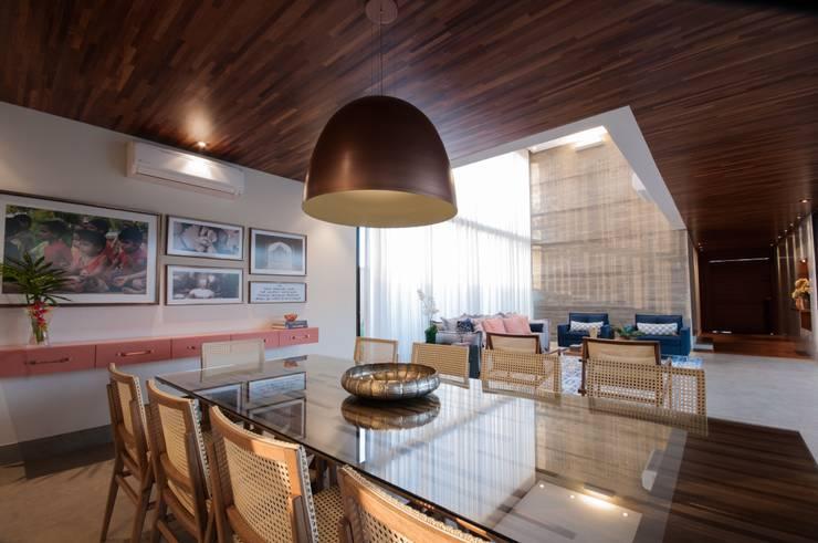 Ruang Makan by Elisa Vasconcelos Arquitetura  Interiores