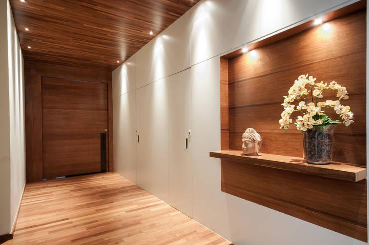 Gang en hal door Elisa Vasconcelos Arquitetura  Interiores