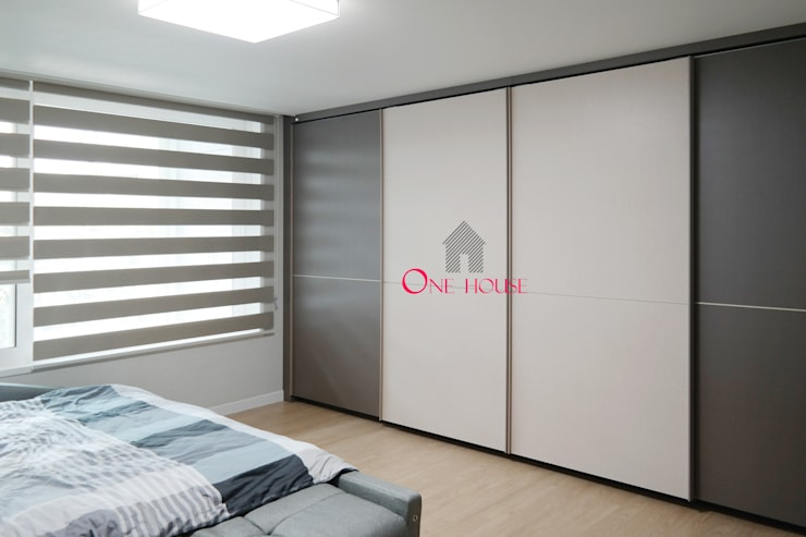모던한 그레이 컬러의 아파트 리모델링: One House의  침실