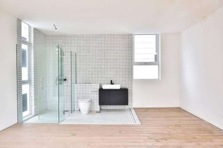 Bathroom by Sen's Photographyたてもの写真工房すえひろ, Modern