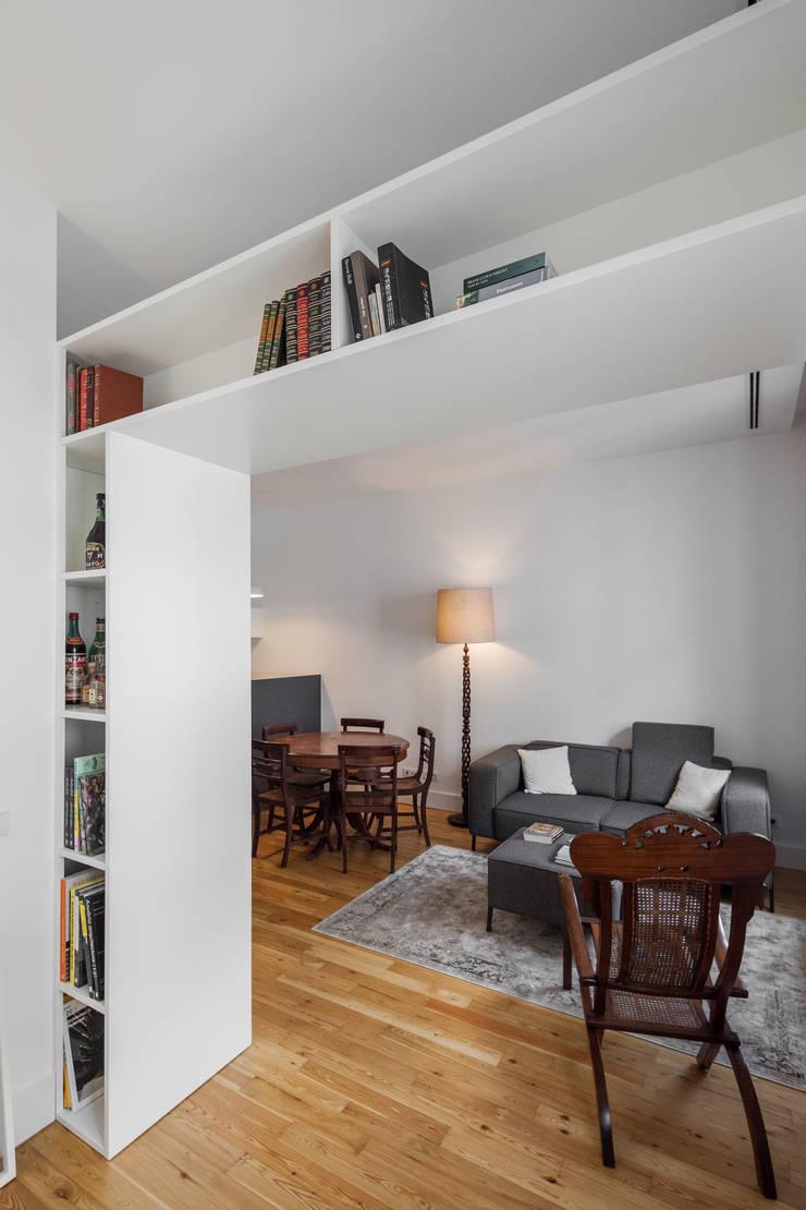 Apartamento AB9: Salas de estar  por FMO ARCHITECTURE
