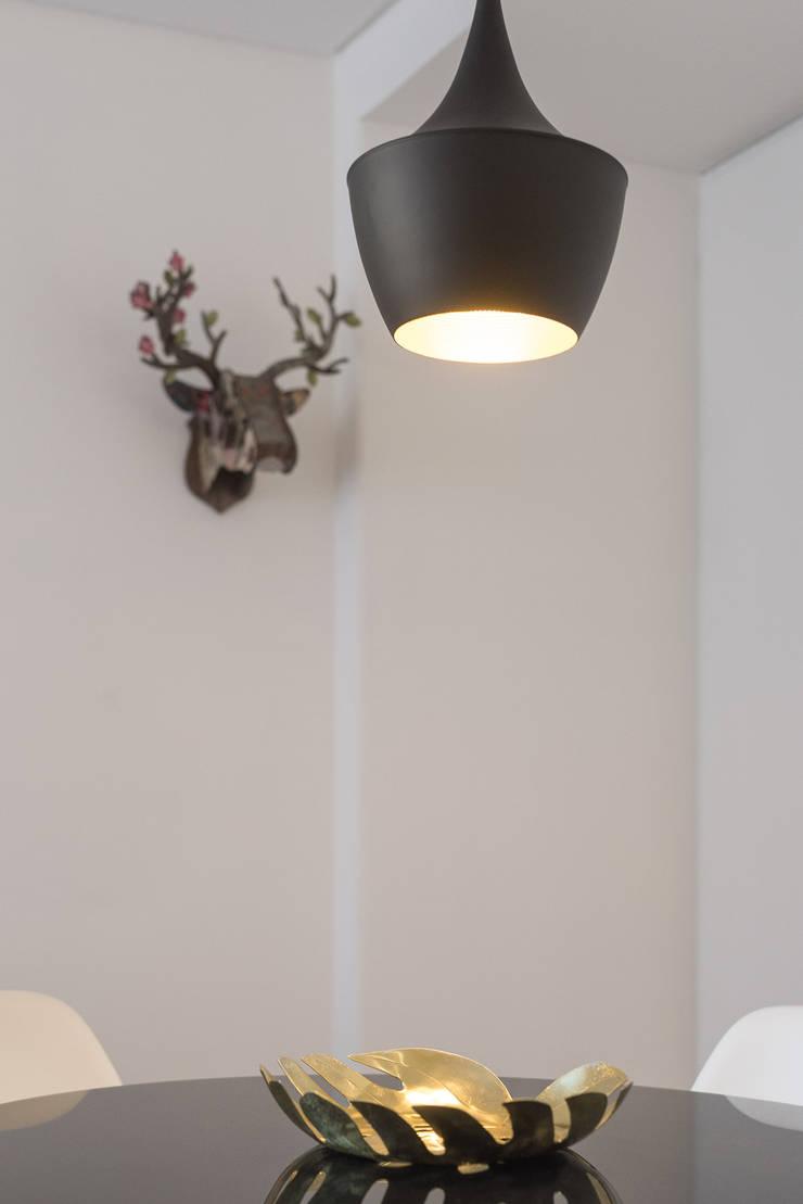 Iluminação_Remodelação Apartamento_Ajuda   Lisboa PT: Sala de jantar  por OW ARQUITECTOS lda   simplicity works