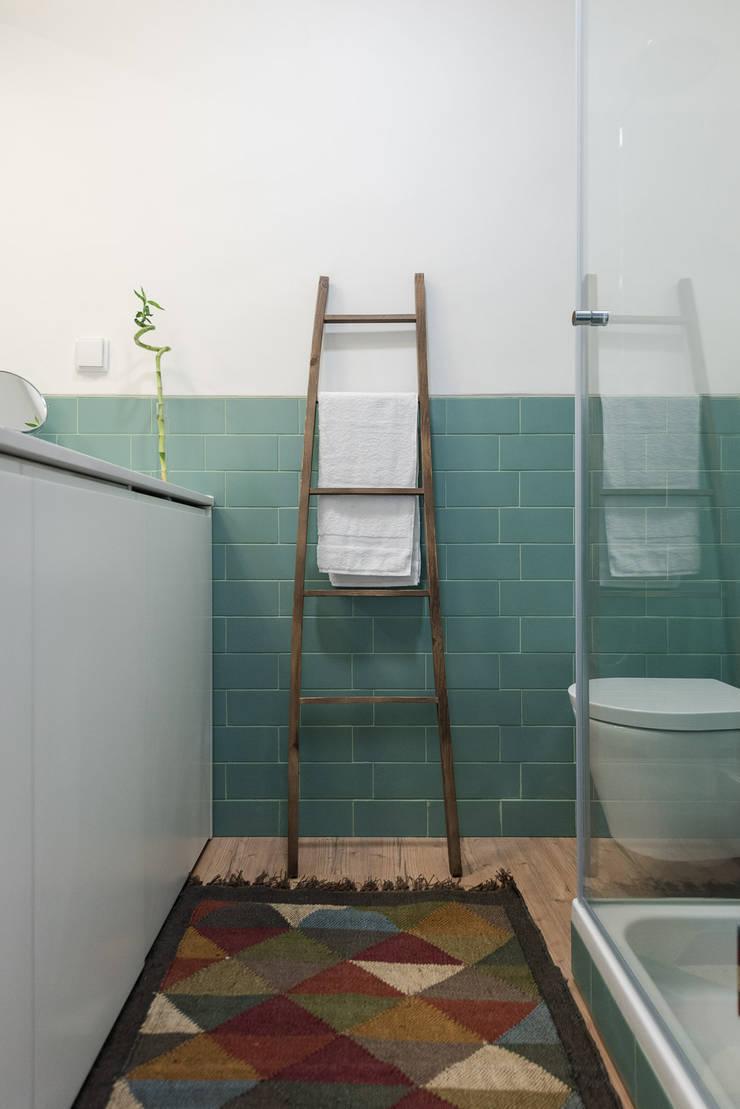 WC_Remodelação Apartamento_Ajuda   Lisboa PT: Casas de banho  por OW ARQUITECTOS lda   simplicity works