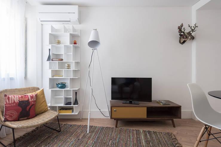 Soggiorno in stile in stile Minimalista di OW ARQUITECTOS I simplicity works | geral@ow-arquitectos.com