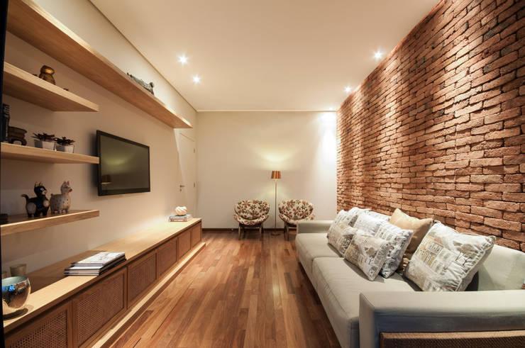 Salas de entretenimiento de estilo  por Elisa Vasconcelos Arquitetura  Interiores