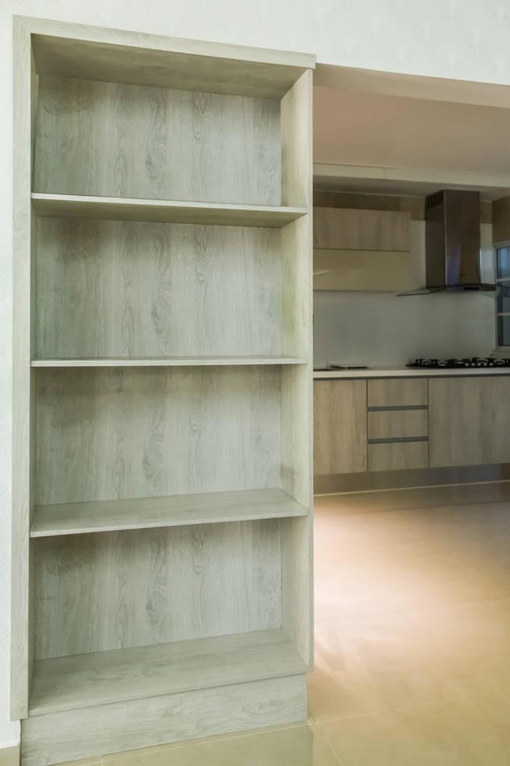 現代廚房設計點子、靈感&圖片 根據 Monica Saravia 現代風