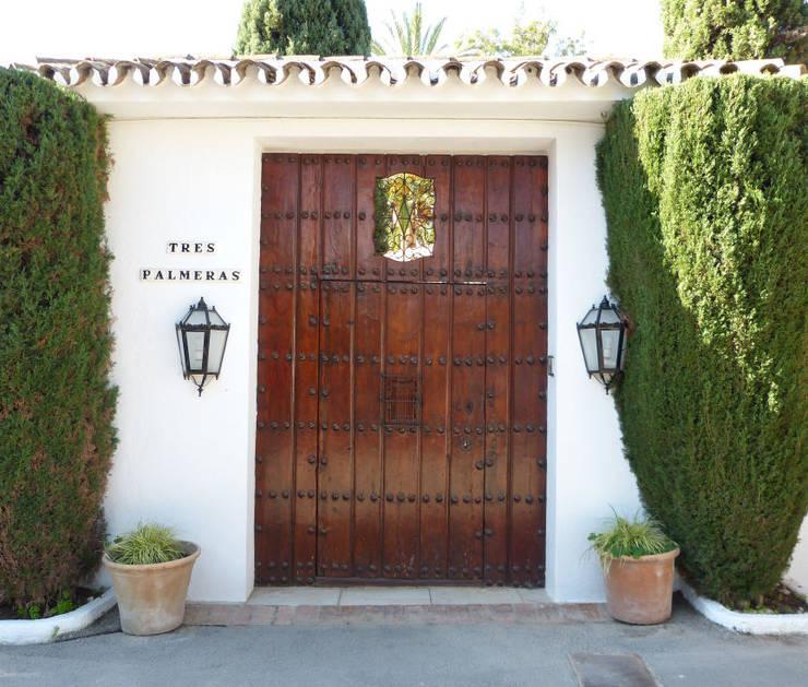 Puertas de madera de estilo  por Conely
