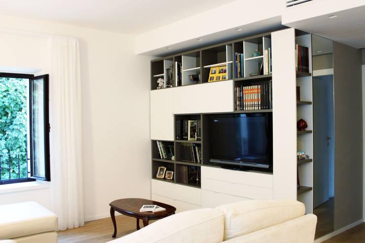 Salas de estilo moderno por SuMisura