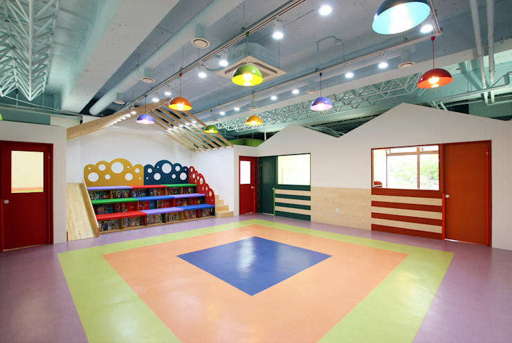 WINDSOR ROYAL SCHOOL: HJL STUDIO의  아이방