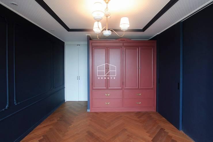 클래식한 유럽풍 아파트 인테리어 46py: 홍예디자인의  침실,클래식