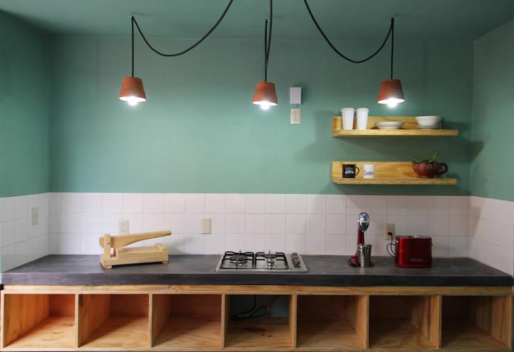 Casa Tadeo: Cocinas de estilo  por Apaloosa Estudio de Arquitectura y Diseño