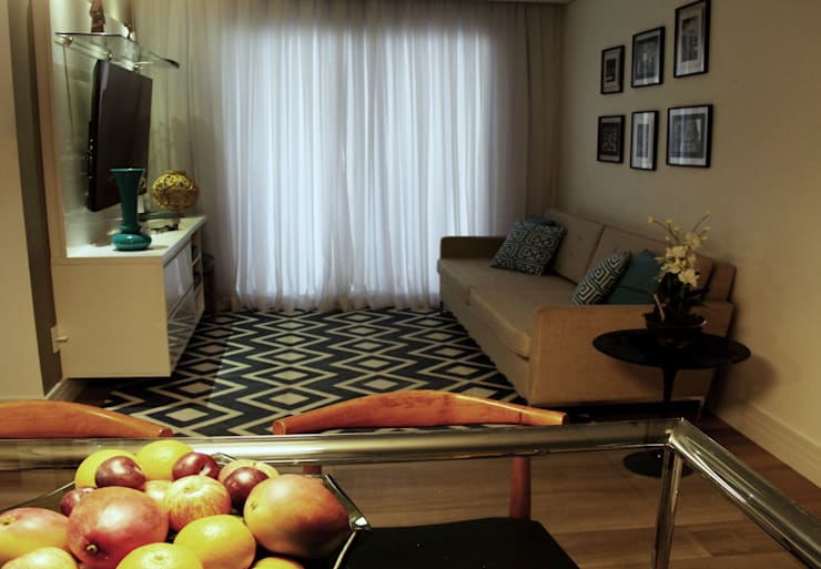 Living room by Lúcia Vale Interiores, Eclectic