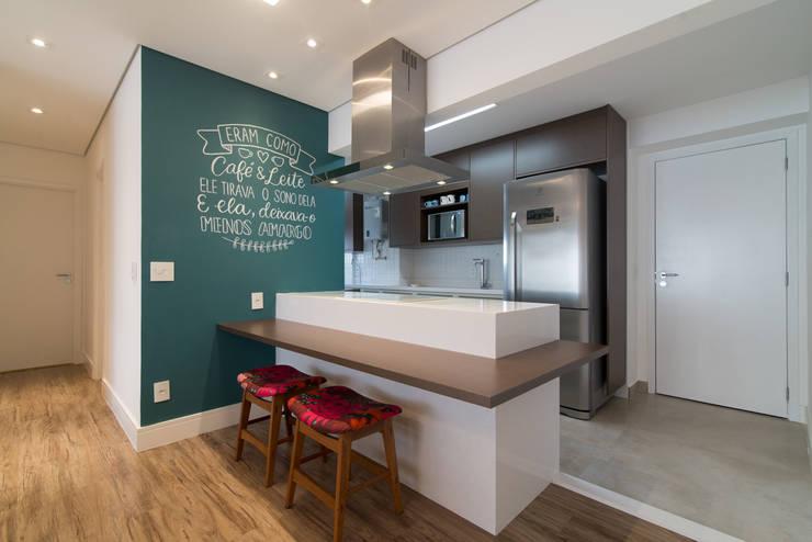 Cocinas de estilo moderno por Moussi Arquitetura