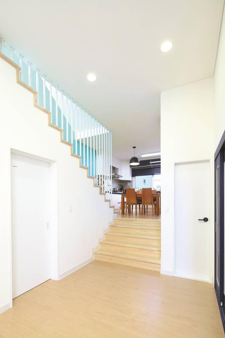 A Haus: 춘건축의  거실,
