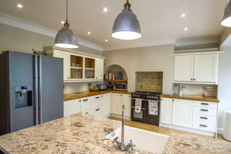 Extension, Loft Conversion & Complete Refurbishment – Kingston: modern Kitchen by Cube Lofts