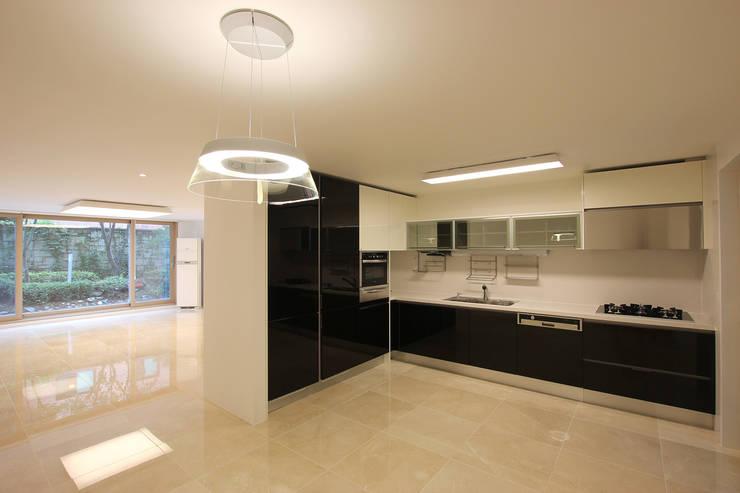 Kitchen by HJL STUDIO