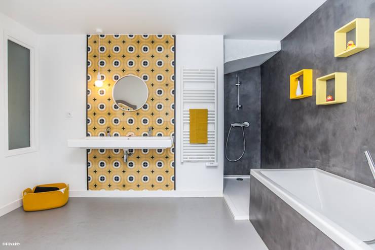 Rénovation écologique d'une maison de ville: Salle de bain de style de style Moderne par Pixcity